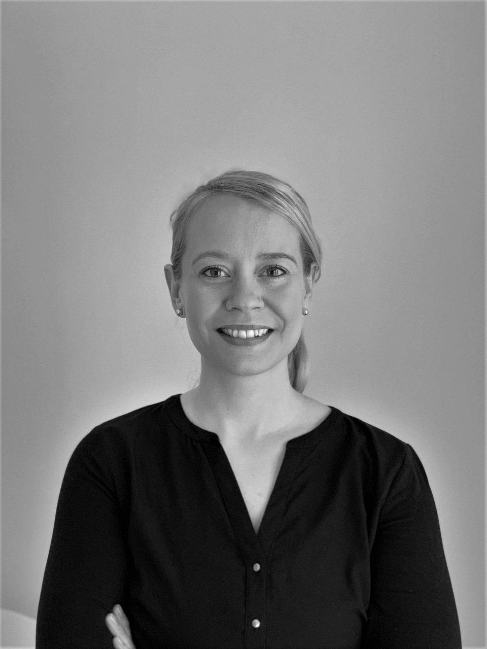 Minna Andersson_mustavalko